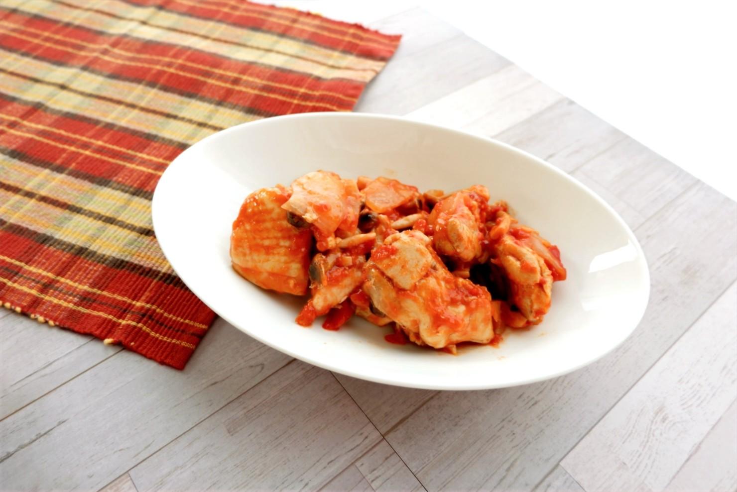 「チキンのトマト煮」です!