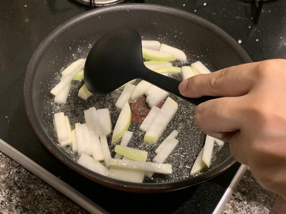 大根はぱっとバターで炒めちゃいます