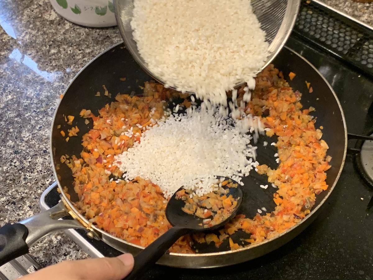 水をきったお米をたして